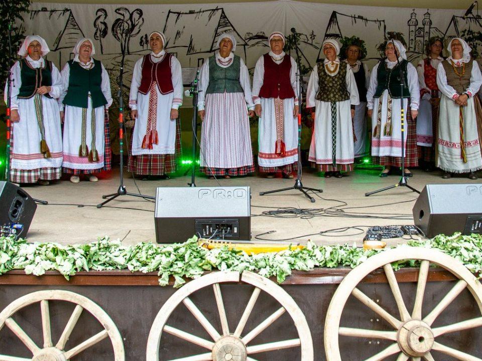 """Šeduvos kultūros ir amatų centro folkloro ansamblis """"Melnyčia"""""""