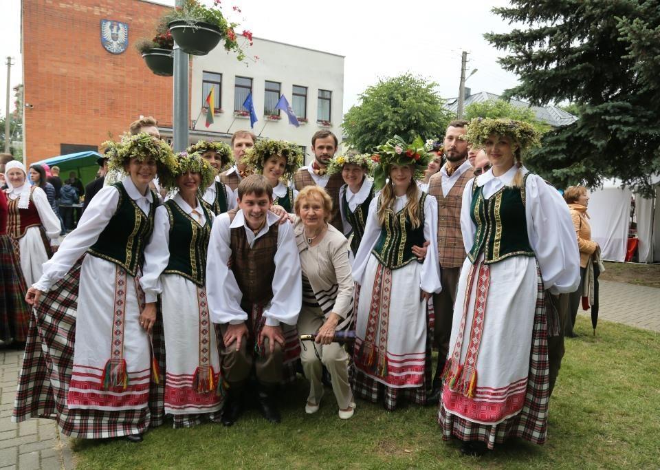 """Šeduvos kultūros ir amatų centro liaudiškų šokių kolektyvas """"Gintaris"""""""